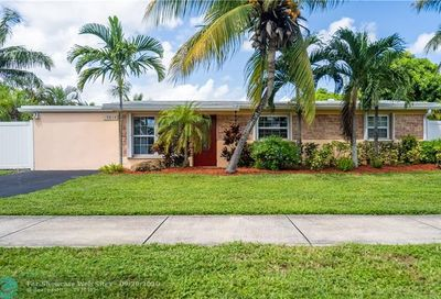 5815 S Farragut Dr Hollywood FL 33021