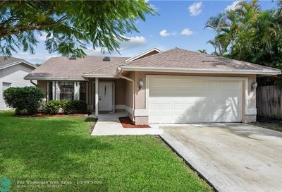 2525 NW 95th Ter Coral Springs FL 33065