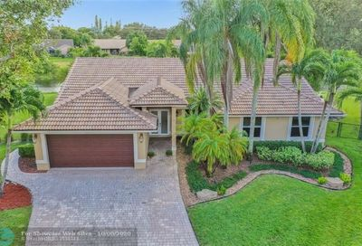 4712 NW 100th Ter Coral Springs FL 33076