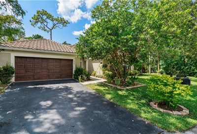 3822 Sanctuary Dr Coral Springs FL 33065