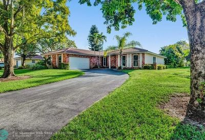 892 NW 83 Dr Coral Springs FL 33071