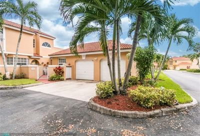 11433 Lakeview Dr Coral Springs FL 33071