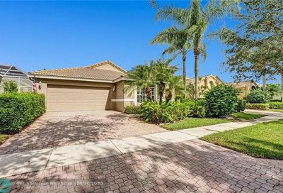 10034 Diamond Lake Dr Boynton Beach FL 33437