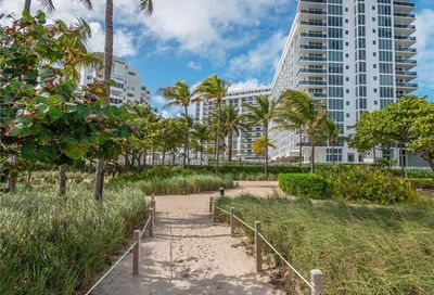 10275 Collins Av Bal Harbour FL 33154