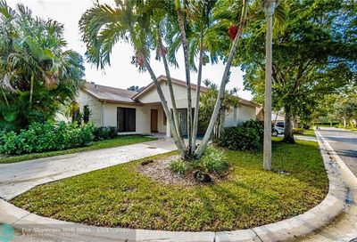 4492 Cordia Cir Coconut Creek FL 33066