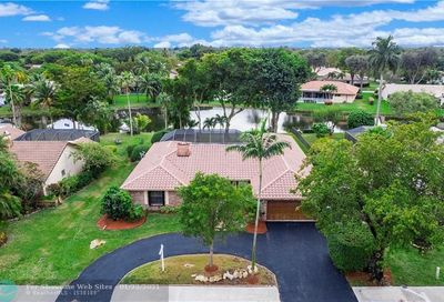 11162 Lakeview Dr Coral Springs FL 33071