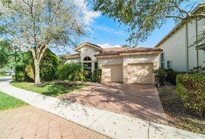 5877 NW 125th Ter Coral Springs FL 33076