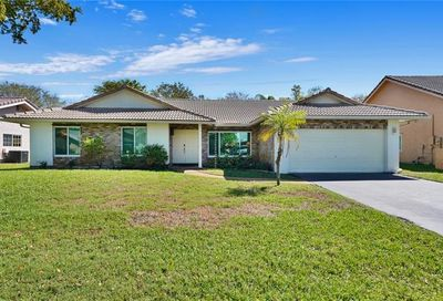 687 NW 107th Ln Coral Springs FL 33071