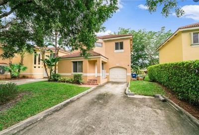 11251 Lakeview Dr Coral Springs FL 33071