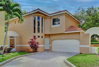 11295 Lakeview Dr Coral Springs FL 33071