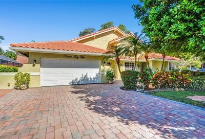 1940 W Oak Knoll Cir Davie FL 33324
