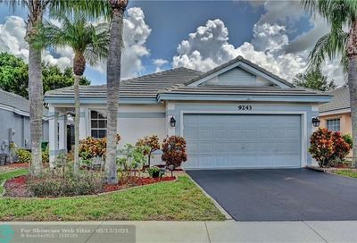 9243 Arborwood Cir Davie FL 33328