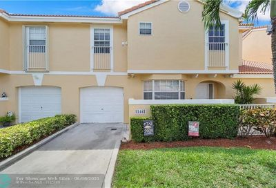 11441 Lakeview Dr Coral Springs FL 33071