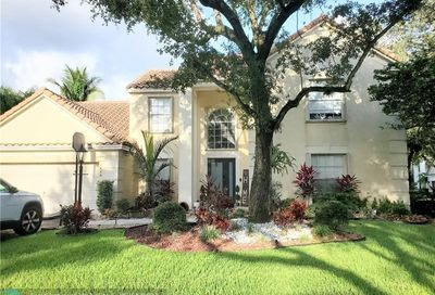 7616 Parkview Way Coral Springs FL 33065