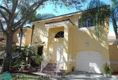 11223 Lakeview Dr Coral Springs FL 33071