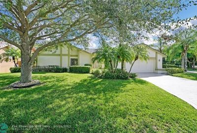 641 NW 107th Ln Coral Springs FL 33071