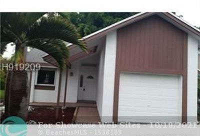 3913 NW 72nd Ln Coral Springs FL 33065