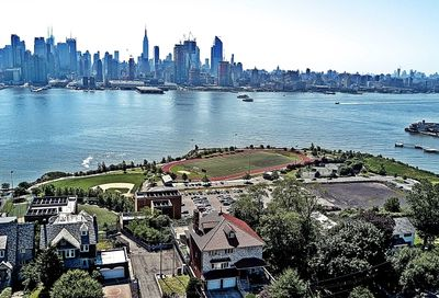 53 Kingswood Rd Weehawken Twp. NJ 07086-6908