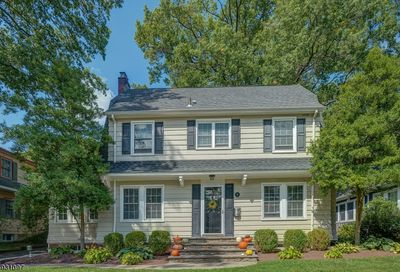 17 Colonial Ter Maplewood Twp. NJ 07040-1052