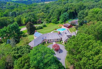 10 Carriage Hill Dr Mendham Twp. NJ 07931-2217
