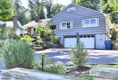 345 Forest Hill Way Mountainside Boro NJ 07092-1328