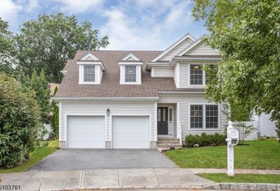 9 Holly Ct Bloomfield Twp. NJ 07003-3004