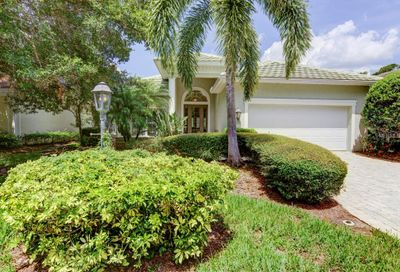 8234 Abingdon Court University Park FL 34201