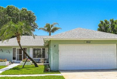 1910 74th Street W Bradenton FL 34209