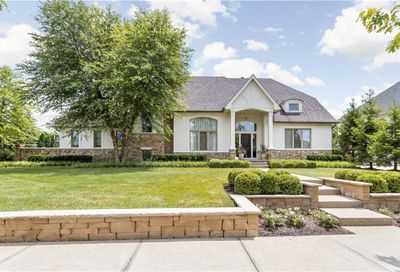 6723 East Stonegate Drive Zionsville IN 46077