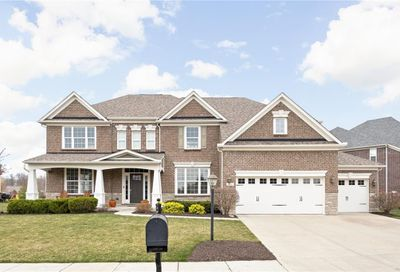 2712 East High Grove Circle Zionsville IN 46077