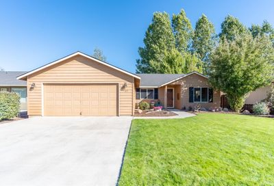 727 Northeast Nickernut Avenue Redmond OR 97756