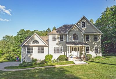 10 Secluded Rdg Southwick MA 01077
