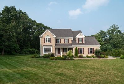 16 Pond View Ln Beverly MA 01915