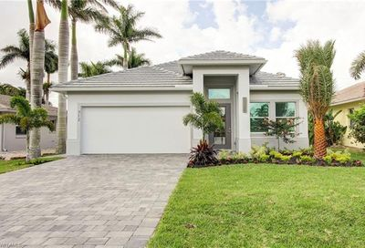 701 97th Ave N Naples FL 34108