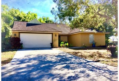 3740 Guilford Oaks Ln Naples FL 34112
