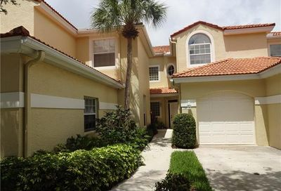 81 Silver Oaks Cir Naples FL 34119-4685