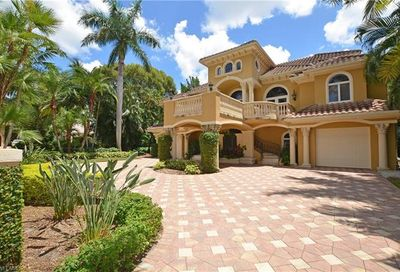 1825 6th St S Naples FL 34102