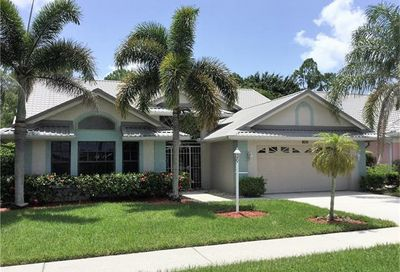 252 Countryside Dr Naples FL 34104