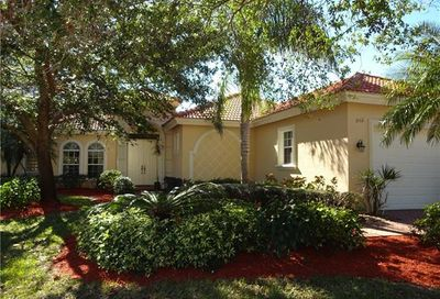 1061 Fountain Run Naples FL 34119