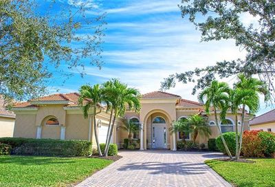 386 Saddlebrook Ln Naples FL 34110