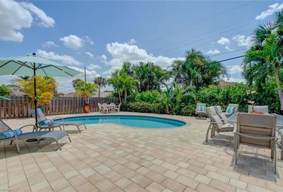 636 96th Ave N Naples FL 34108