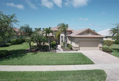 8813 Spinner Cove Ln Naples FL 34120