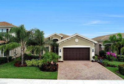 3208 Pacific Dr Naples FL 34119