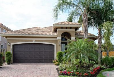 582 110th Ave N Naples FL 34108