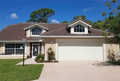 1517 Kenridge Pl Naples FL 34104