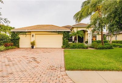 318 Saddlebrook Ln Naples FL 34110