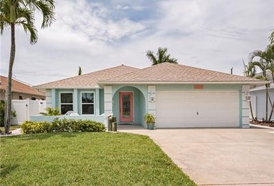 565 108th Ave N Naples FL 34108