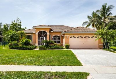 800 Willow Springs Ct Naples FL 34120