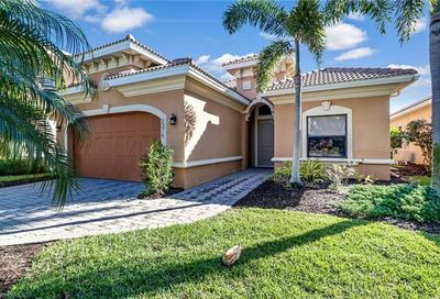 1374 Serrano Cir Naples FL 34105