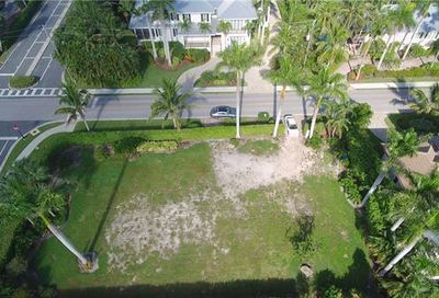 1775 Gulf Shore Blvd S Naples FL 34102